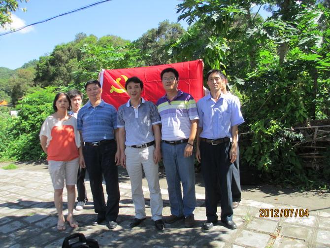 """京师物业(第六支部)组织党员和入党积极分子参与""""三打""""""""两建""""做义工"""