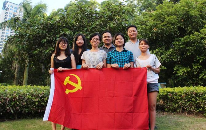 广悦国际(第十支部)组织党员和入党积极分子义务清理卫生死角